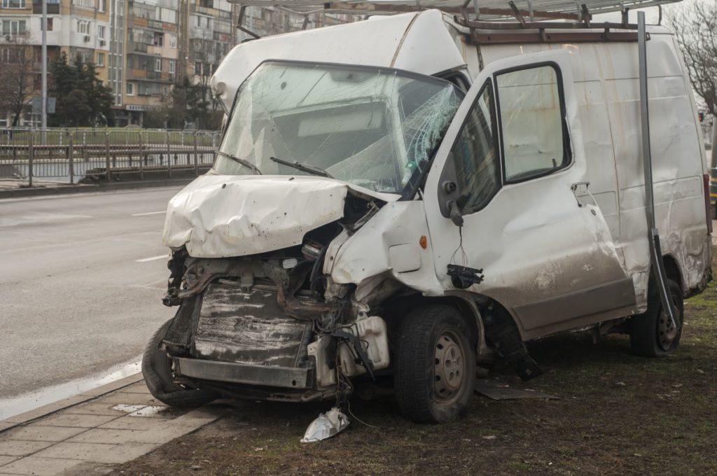¿Cuánto vale un caso de accidente de auto de una compañía?