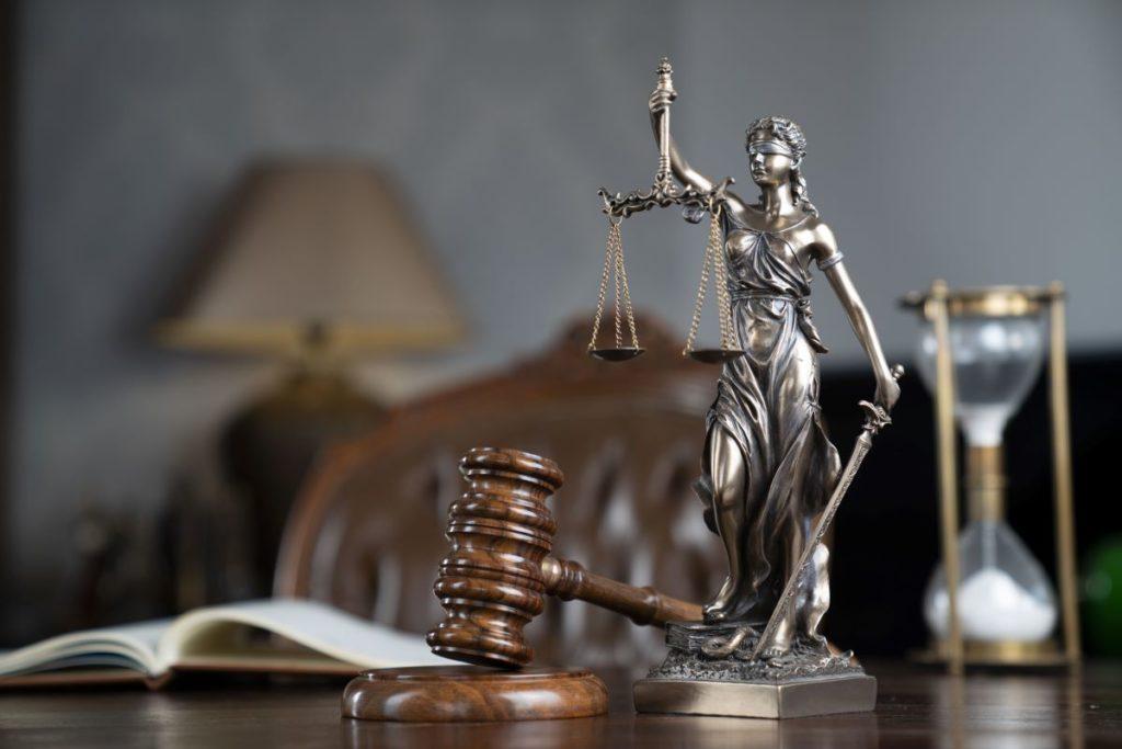 ¿Qué debo tomar en cuenta al contratar a un abogado de accidentes?