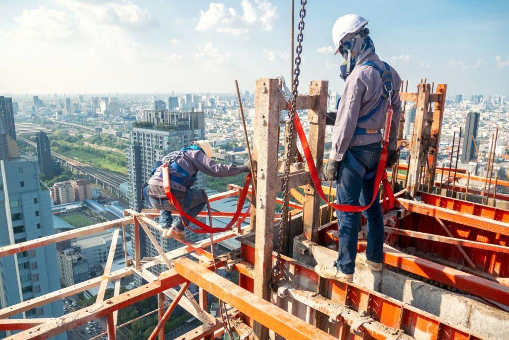 ¿Quién debe garantizar la seguridad en el trabajo?